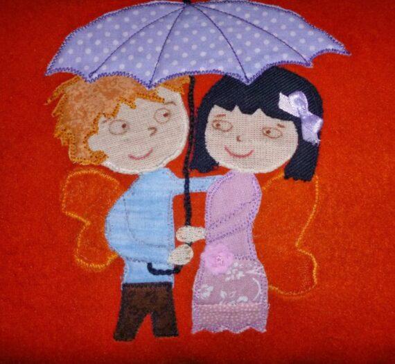 Csiribi és Panka esernyővel indultak el ma reggel..